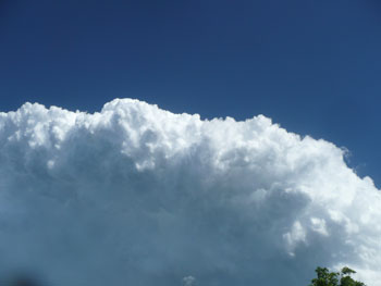 Photo of cumulonimbus cloud in blue sky by Simeon Yemm